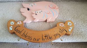 "HAND MADE AND PAINTED ""PIGGIE"" KEY HOLDER! SO CUTE IN THE KITCHEN! TAKE A LOOK AT ALL MY OTHER ITEMS!!! SOME SUPER BARGAINS!! for Sale in Everett, WA"