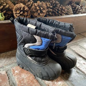 Toddler Snow boots Size 8M for Sale in La Mirada, CA