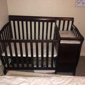 Crib w/ Drawers, Changing Table And Removeable Rail for Sale in Dallas, TX