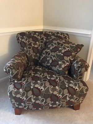 Chair with matching throw pillow for Sale in Ijamsville, MD