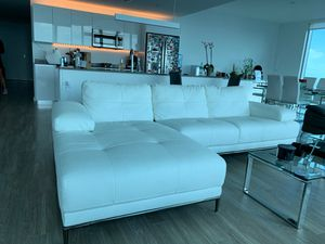 Like new white leather couch for Sale in Miami, FL
