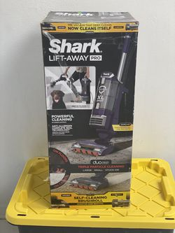 Shark Navigator Upright Vacuum with Lift-Away, Zero-M Anti-Hair Wrap Technology, Anti-Allergen + HEPA Filter and Swivel Steering for Sale in Orlando,  FL