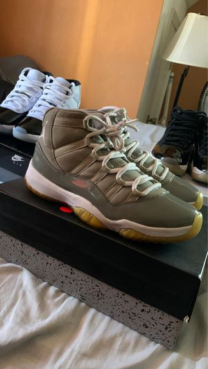 2010 cool grey 11s size 9 for Sale in Portsmouth, VA