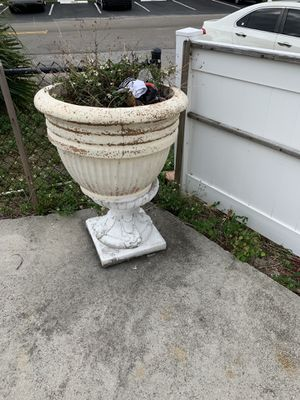 Large flower pot and stand for Sale in Pompano Beach, FL