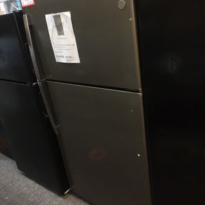 "New Scratch&dent GE-33"" Top Freezer Refrigerator With 6 Months Warranty for Sale in Laurel, MD"