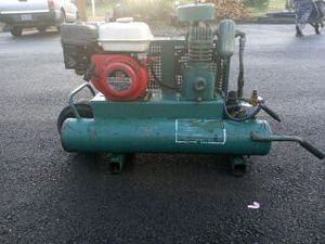 Gas air compressor for Sale in Deer Island, OR