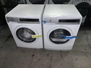 Electrolux 24 inches open box new IQ Touch 24 in. W 2.4 cu. ft. High Efficiency Front Load Washer with Steam in White, ENERGY STAR Electric Dryer for Sale in Hayward, CA