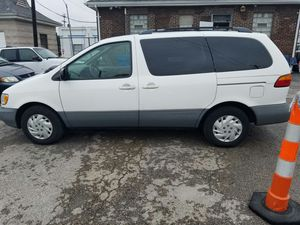 00 Toyota sienna le for Sale in St. Louis, MO