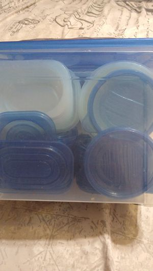 Plastic food containers with Storage. for Sale in Hialeah, FL