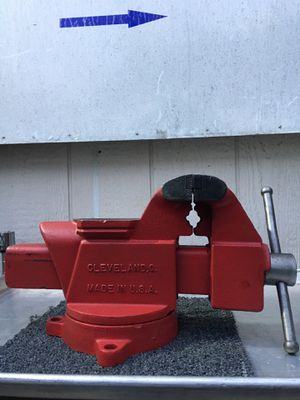 "Vintage Columbian 5"" Bench Vise With Swivel Base And Pipe Jaws - Made in USA for Sale in Anaheim, CA"