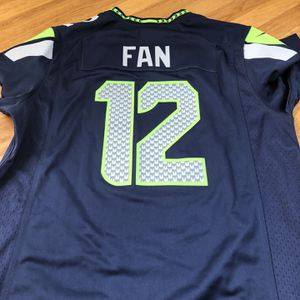 Woman's Large Seahawks Jersey (new) for Sale in Everett, WA