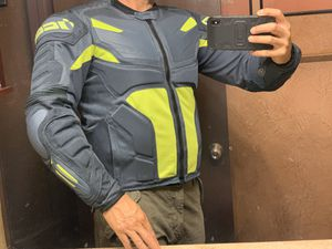 MOTORCYCLE RIDING JACKETS SIZE MEDIUM READ FIRST for Sale in Las Vegas, NV