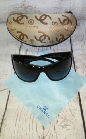 Beautiful Sunglasses ( worn twice ) 100% Authentic for Sale in Frederick, MD