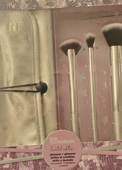 Real Techniques - Brush set for powder, highlighter and shadow for Sale in Whittier,  CA