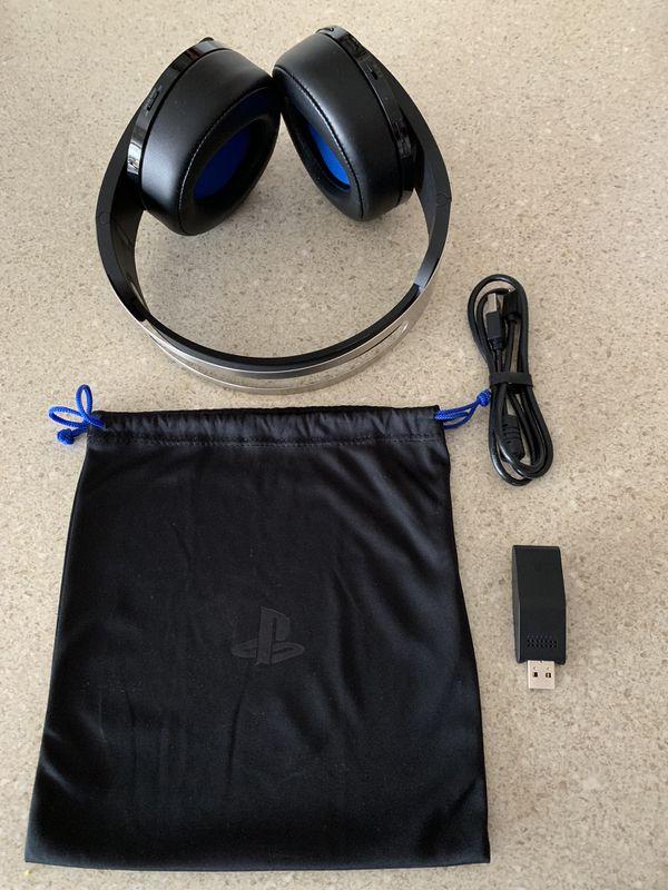PlayStation 4 wireless platinum headphones
