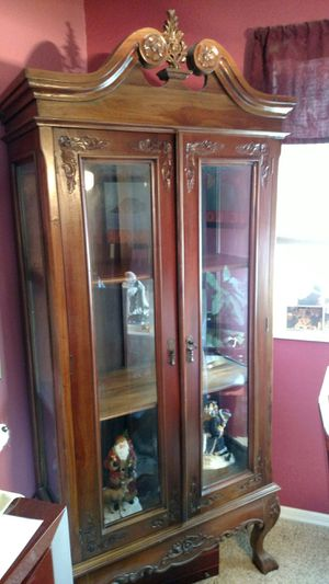 Antique curio cabinet display cabinet for Sale in Littleton, CO