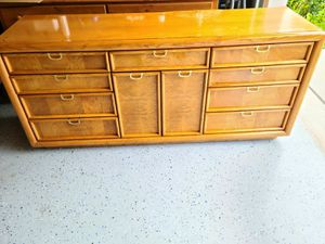 Broyhill dresser/tv stand/console for Sale in Windermere, FL