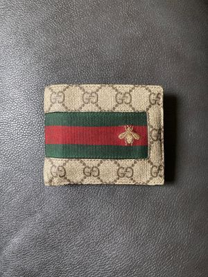 Authentic Gucci men's wallet in great condition.. and yes, it's real). for Sale in Oakland, CA