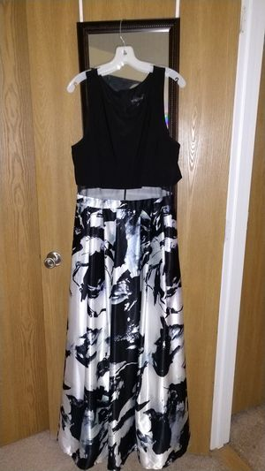 Size 18 Beautiful Full length Black and White Dress for Sale in Manchester, NH