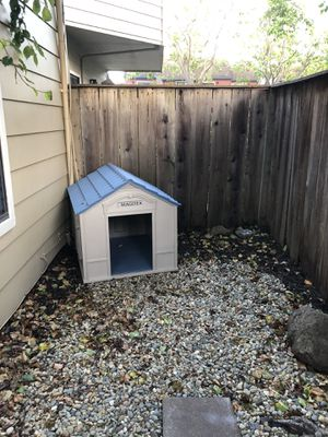 Dog House - medium sized dog for Sale in Belmont, CA