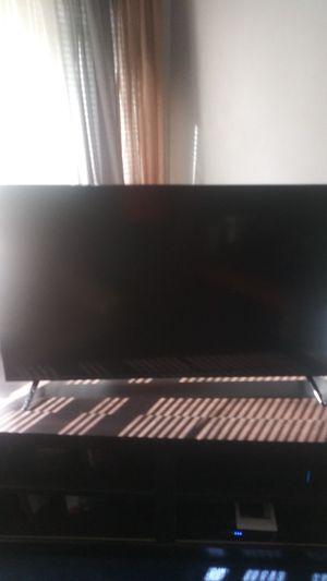 Vizo 32,42 inch tv for Sale in Montgomery, AL