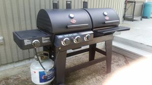 Gas And Charcoal BBQ Grill for Sale in Bellevue, WA