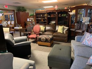 Hurry In antique furniture store And Arlington with Mattress show room for Sale in Irving, TX