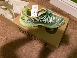 Yeezys Boost 350 v2 Yeeree for Sale in Sanger, CA