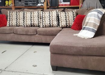 Beautiful Sectional Right Chaise for Sale in Chula Vista,  CA