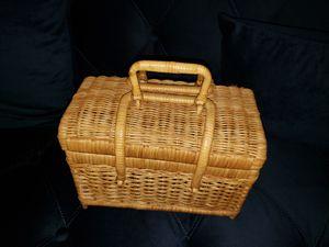 Beautiful wicker basket/purse for Sale in Oakland Park, FL