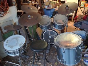 5 piece Drum Set with extra hard where for Sale in South Houston, TX