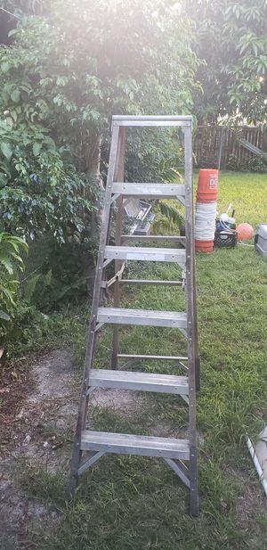 Ladder 6 feet for Sale in Hialeah, FL
