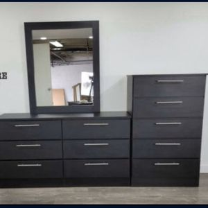 Dresser With Mirror And Chest - Comoda Con Espejo Y Gavetero for Sale in Miami, FL