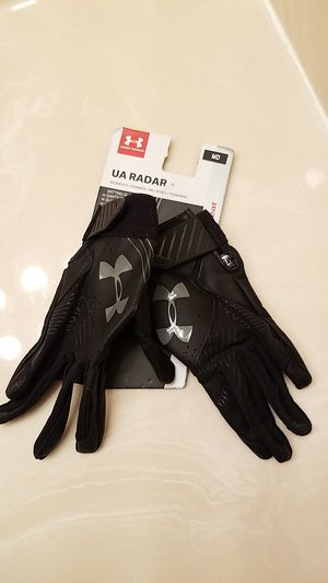 $5 UNDER ARMOUR Baseball women gloves for Sale in Elgin, IL