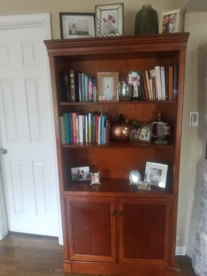 Beautiful Book shelf cabinet for Sale in Westchester, IL
