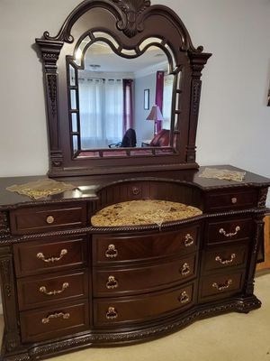 King size bedroom set for Sale in Lilburn, GA