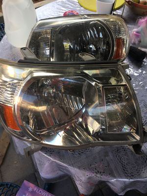 Tacoma headlight 05 - 11. Used good condition for Sale in Vista, CA