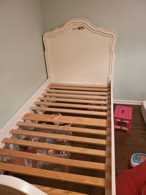 Wood twin bed for Sale in Los Angeles, CA