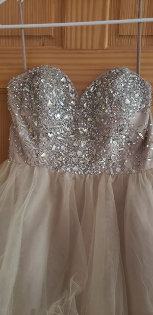Cream homecoming formal dress size large for Sale in Addison, IL