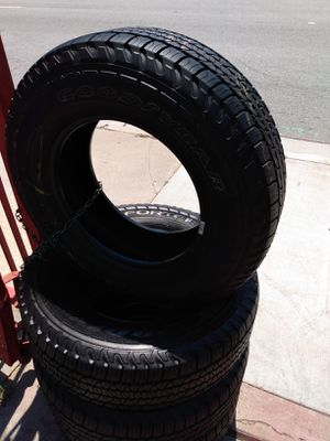 Set 235/70/16 Goodyear FORTERA 90% life for $320 Includes installation and balance for Sale in Pico Rivera, CA