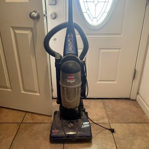 Bissell Vacuum for Sale in Waterford, CA