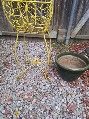 Plant stand and planter for Sale in Carrollton, TX