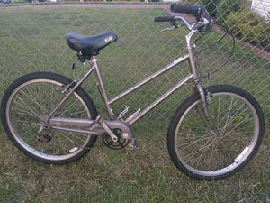 Unisex Schwinn 6 speed cruiser bike (tuned up and ready to ride) for Sale in Nashville, TN
