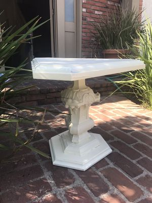 White side or end table for Sale in Santa Monica, CA