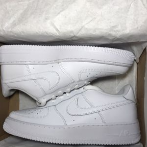 NIKE AIR FORCE 1 GS 6.5y for Sale in Los Angeles, CA
