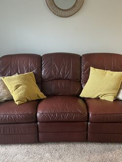 Burgundy Leather Couch W/ Recliners for Sale in Silver Spring,  MD