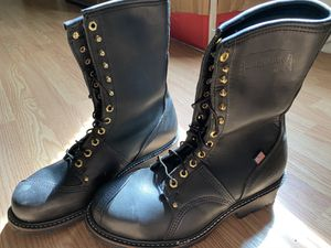 9.5 2 E work boots new for Sale in Fenton, MO