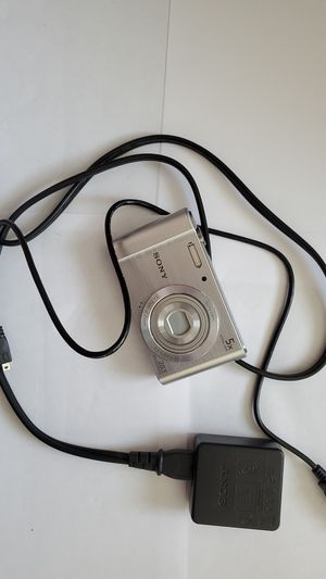 Sony dscw800 20.1 megapixel digital camera with 16gb card and charger for Sale in Auburn, WA