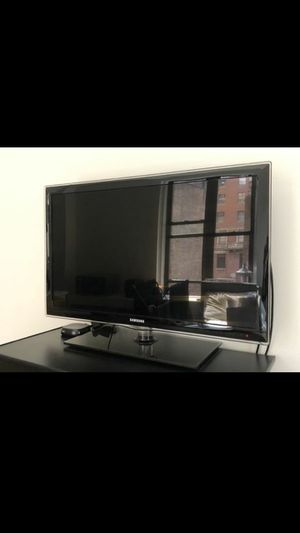 "Samsung 32"" Smart TV for Sale in Brooklyn, NY"