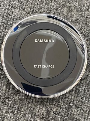 Excellent condition. Can use with any wireless charging Compatible phone. Shipping available for Sale in Albuquerque, NM